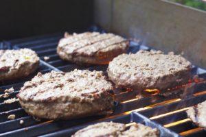 Rindfleisch-Pattys-vom-Grill